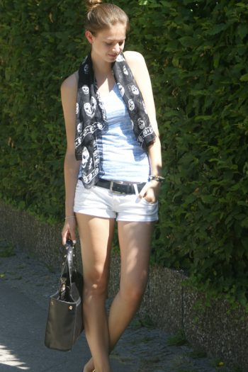 schwarz, blau & weiße Shorts