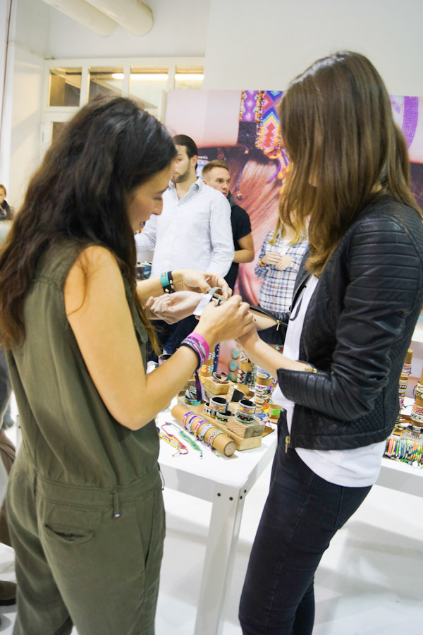 zozi showing fashionblogger jacky kim&zozi bracelets