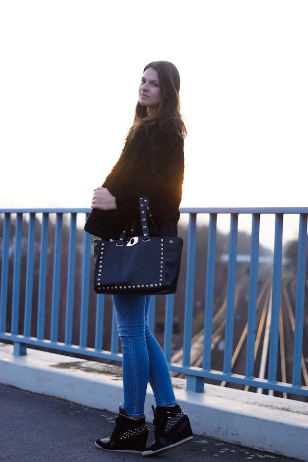 Fashionblogger Jacky trägt einen lockeren look
