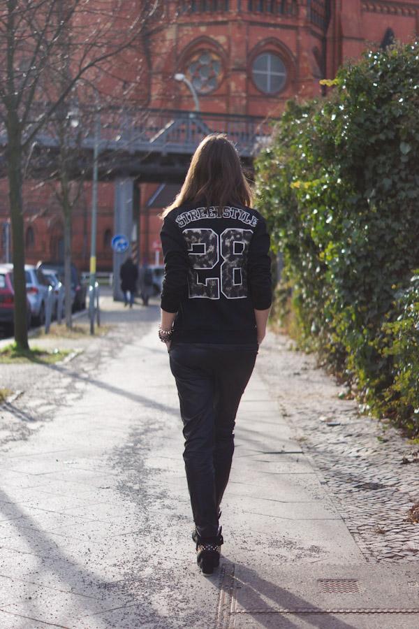 Zara Pullover mit Aufdruck auf der Rückseite