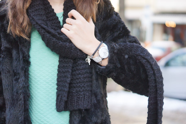 Cozy Day in green and black