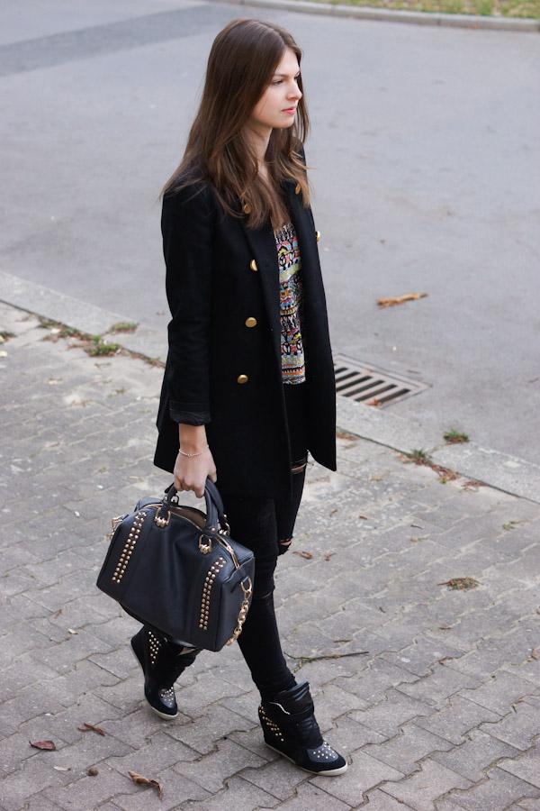 fast komplett schwarzes Outfit