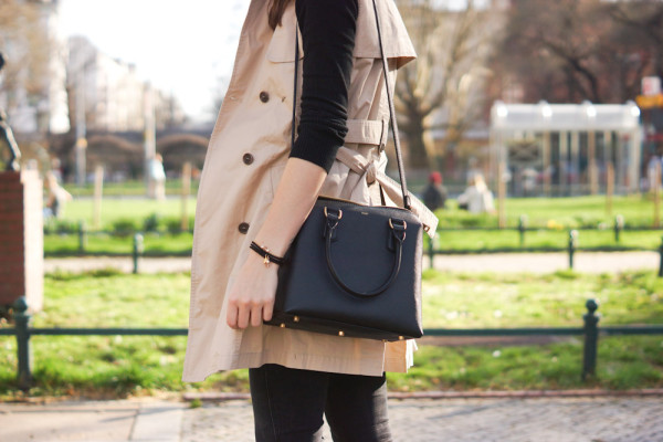 black Leather Bag with golden zipper