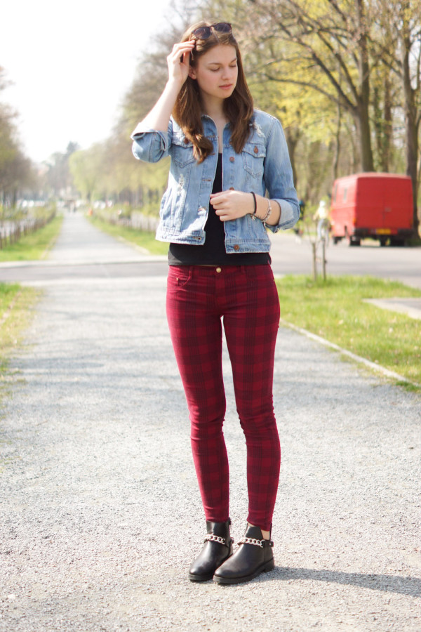 rote karierte Zara Jeans