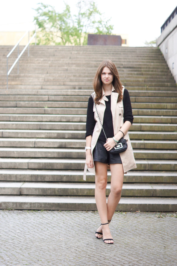 How to wear a sleeveless trench