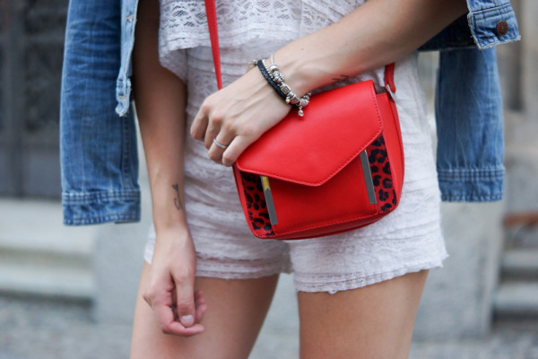 rote cross-body Tasche