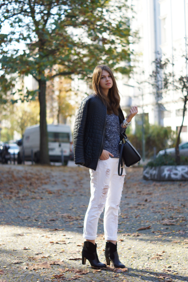 blue and white outfit in autumn
