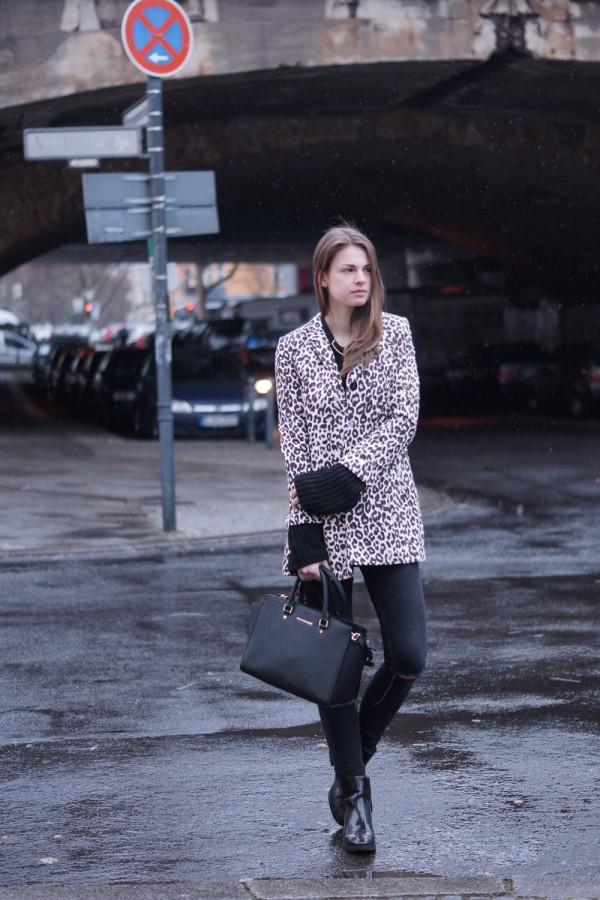 Zara Pullover mit übergroßen Ärmeln