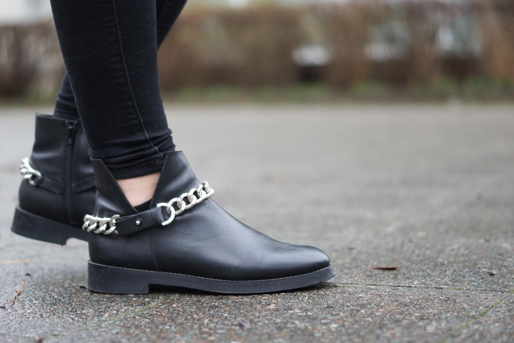 Zara Boots mit Kette