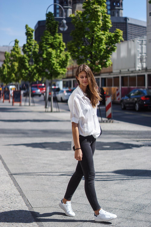 Skinny Jeans und oversized Shirt