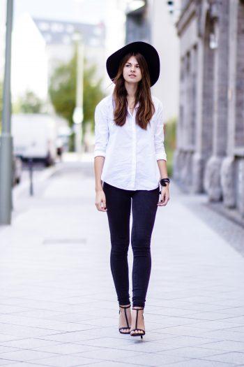 Weißes Shirt mit Rückenausschnitt