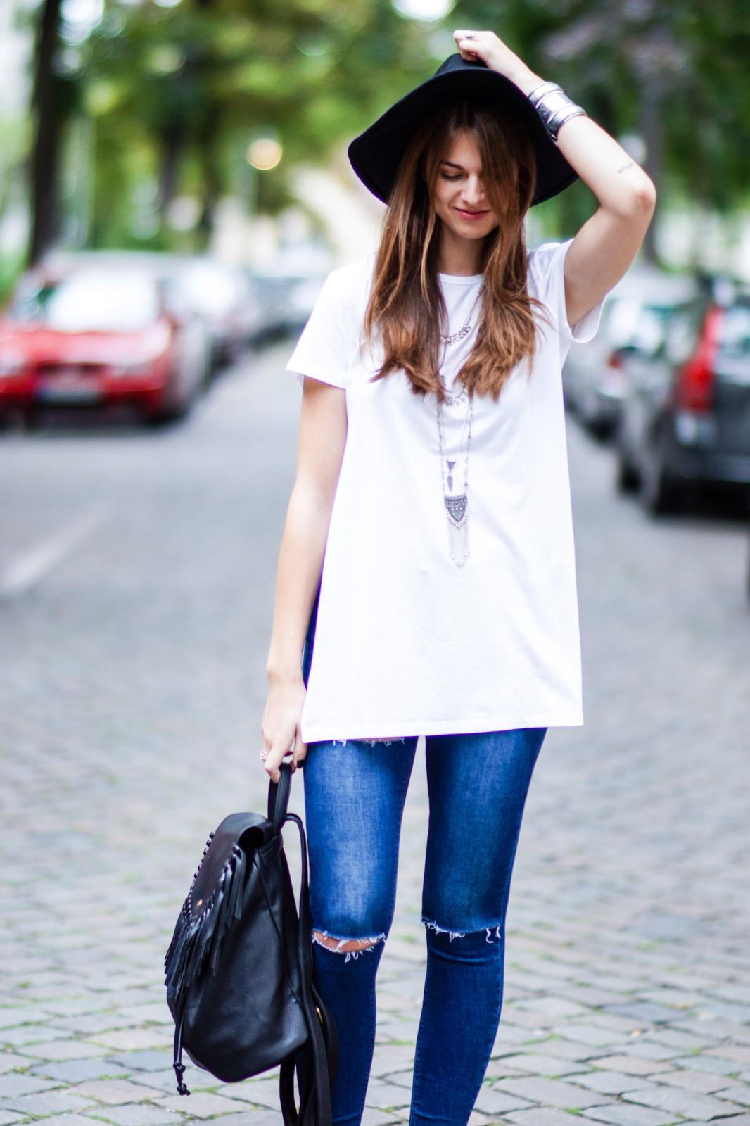 Weißes Shirt mit seitlichen Schlitzen
