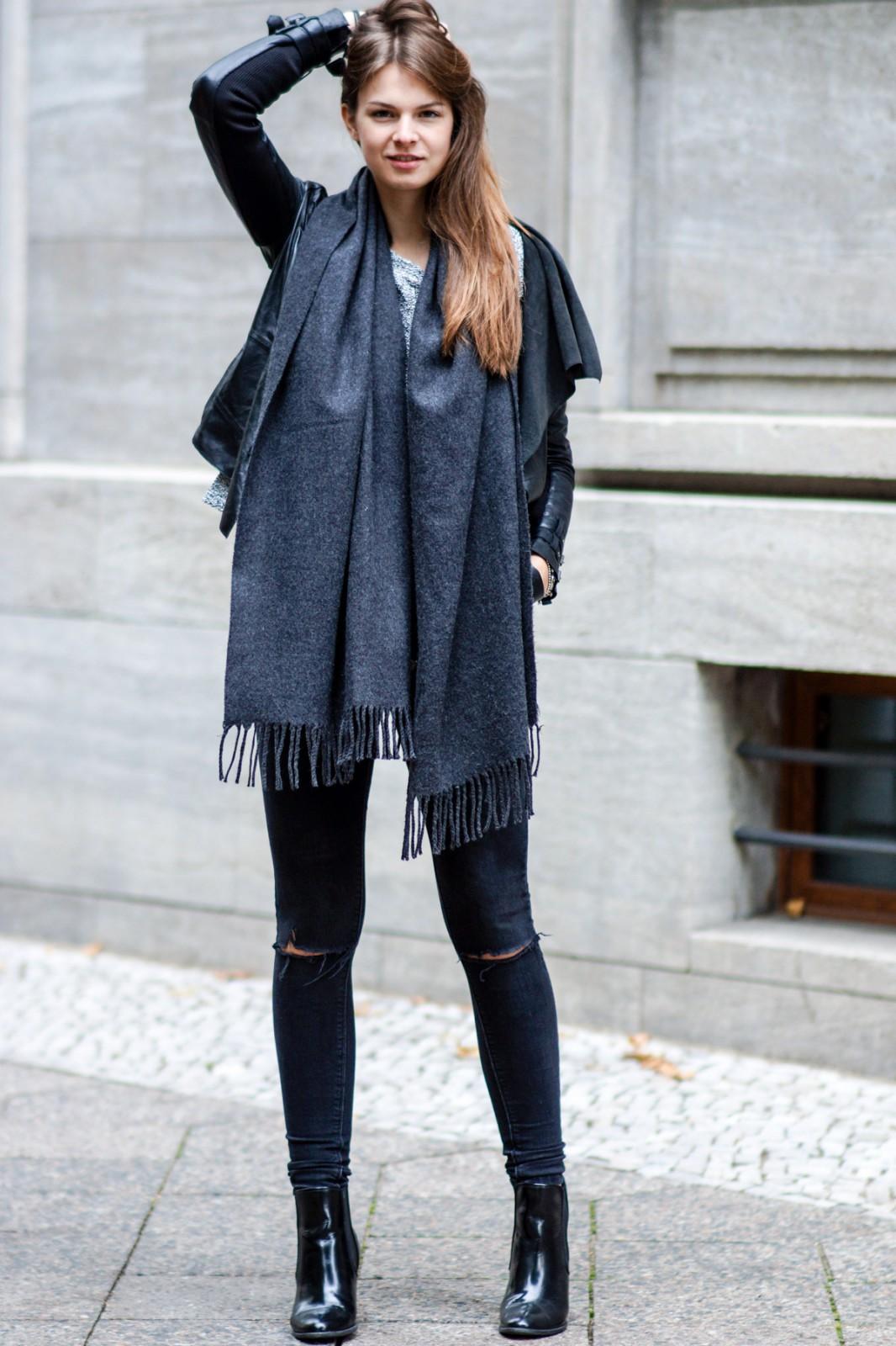 Schwarze Zara Jeans mit Rissen am Knie