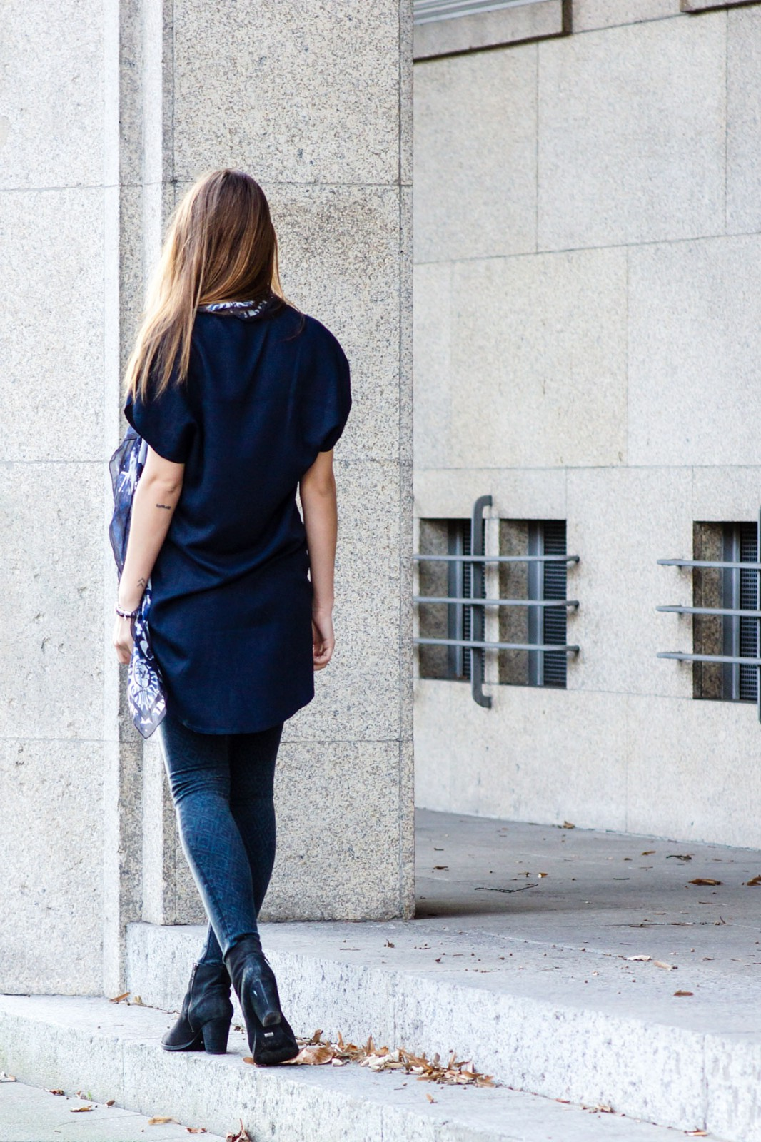 Kleid über Jeans Outfit
