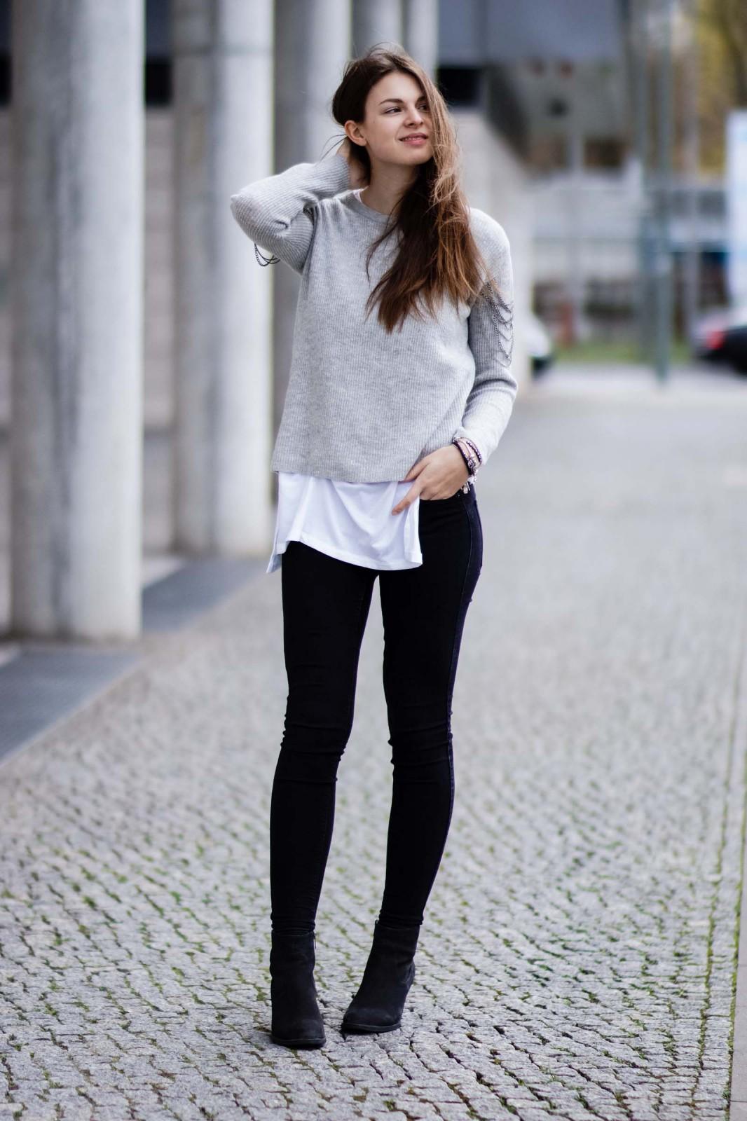 Pullover mit kleinem Detail