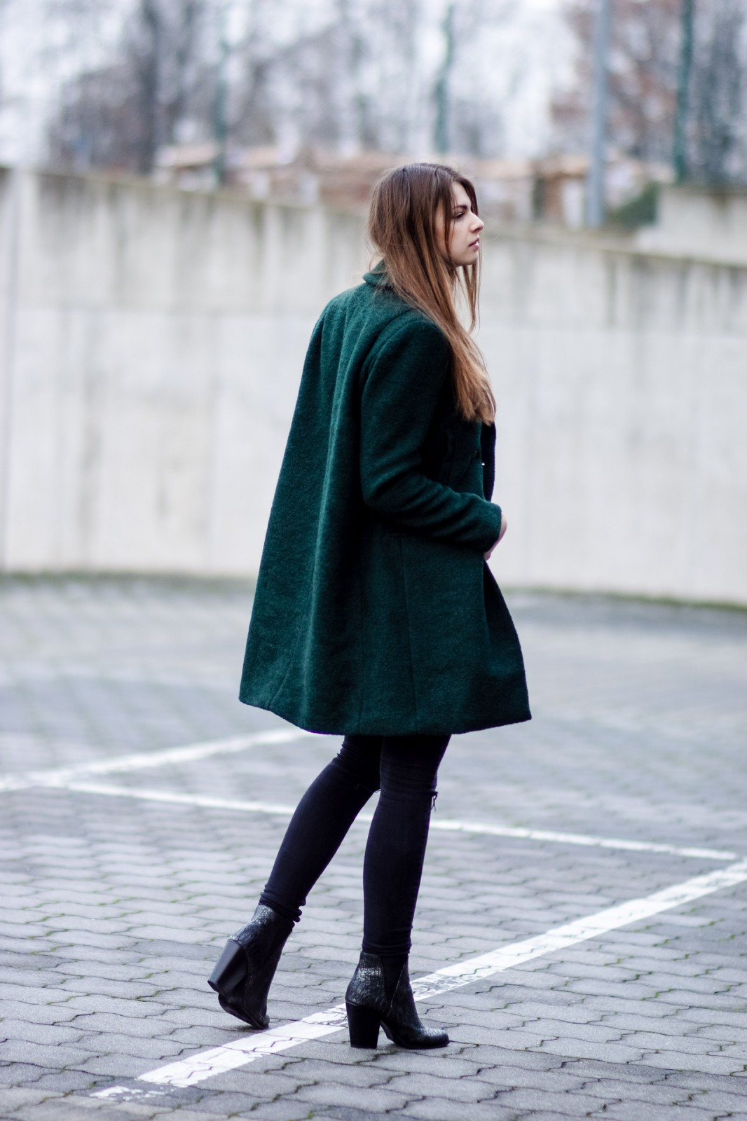 How to wear a green coat