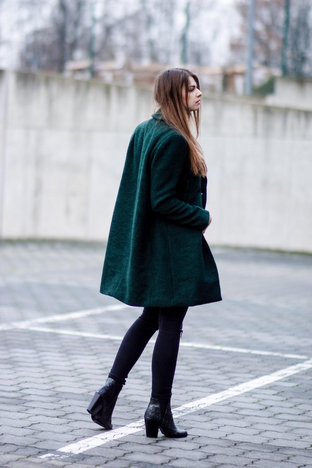 Wie trägt man einen grünen Mantel