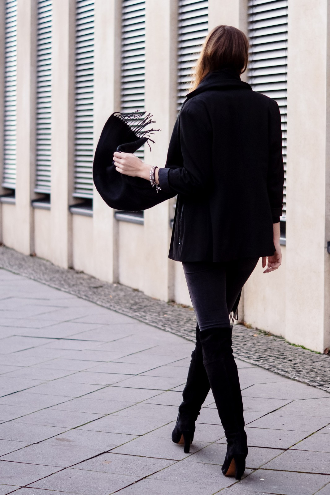 Schwarz-graues Winter Outfit