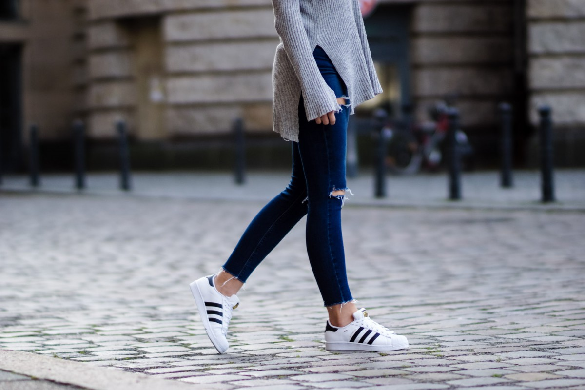 How to wear white sneaker