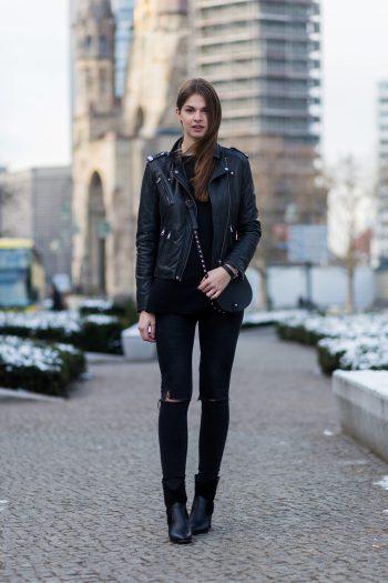 Komplett schwarz während der Fashion Week