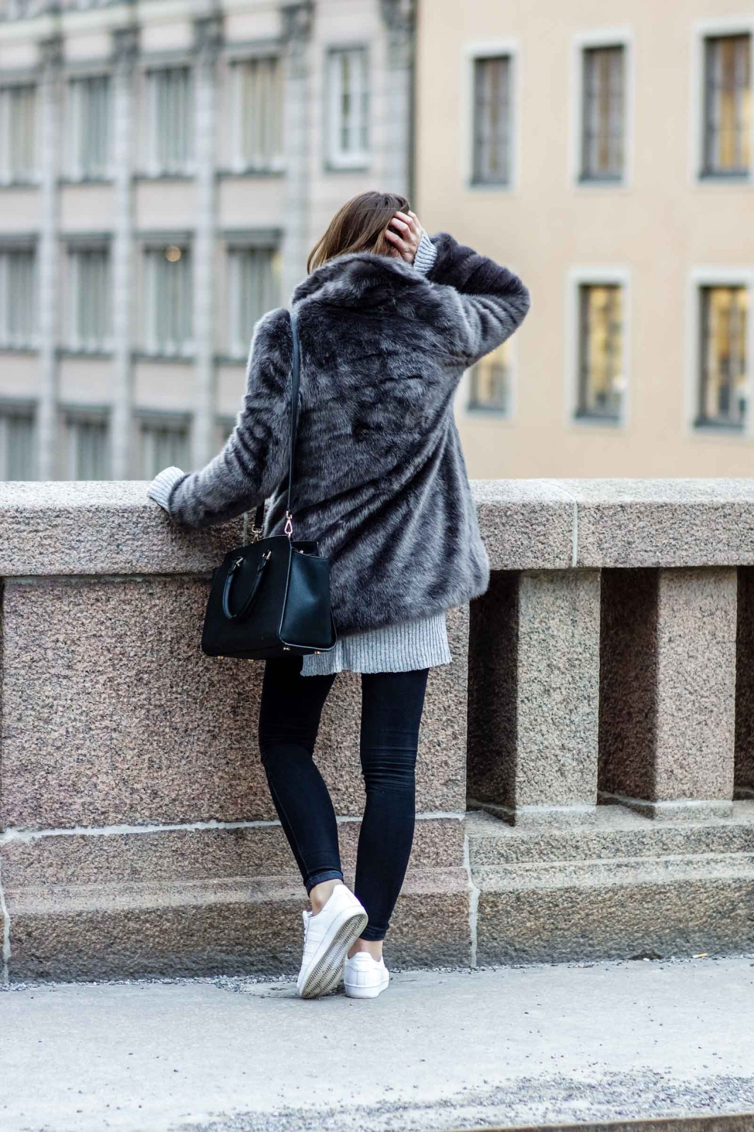How to wear fake fur