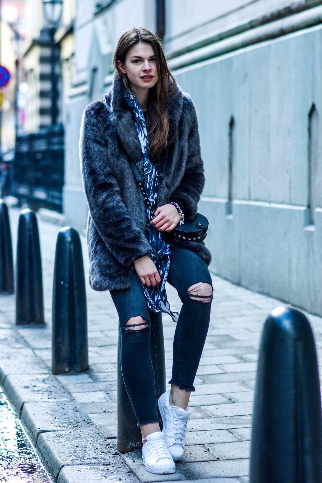 Wie trägt man eine Fake Fur Jacke