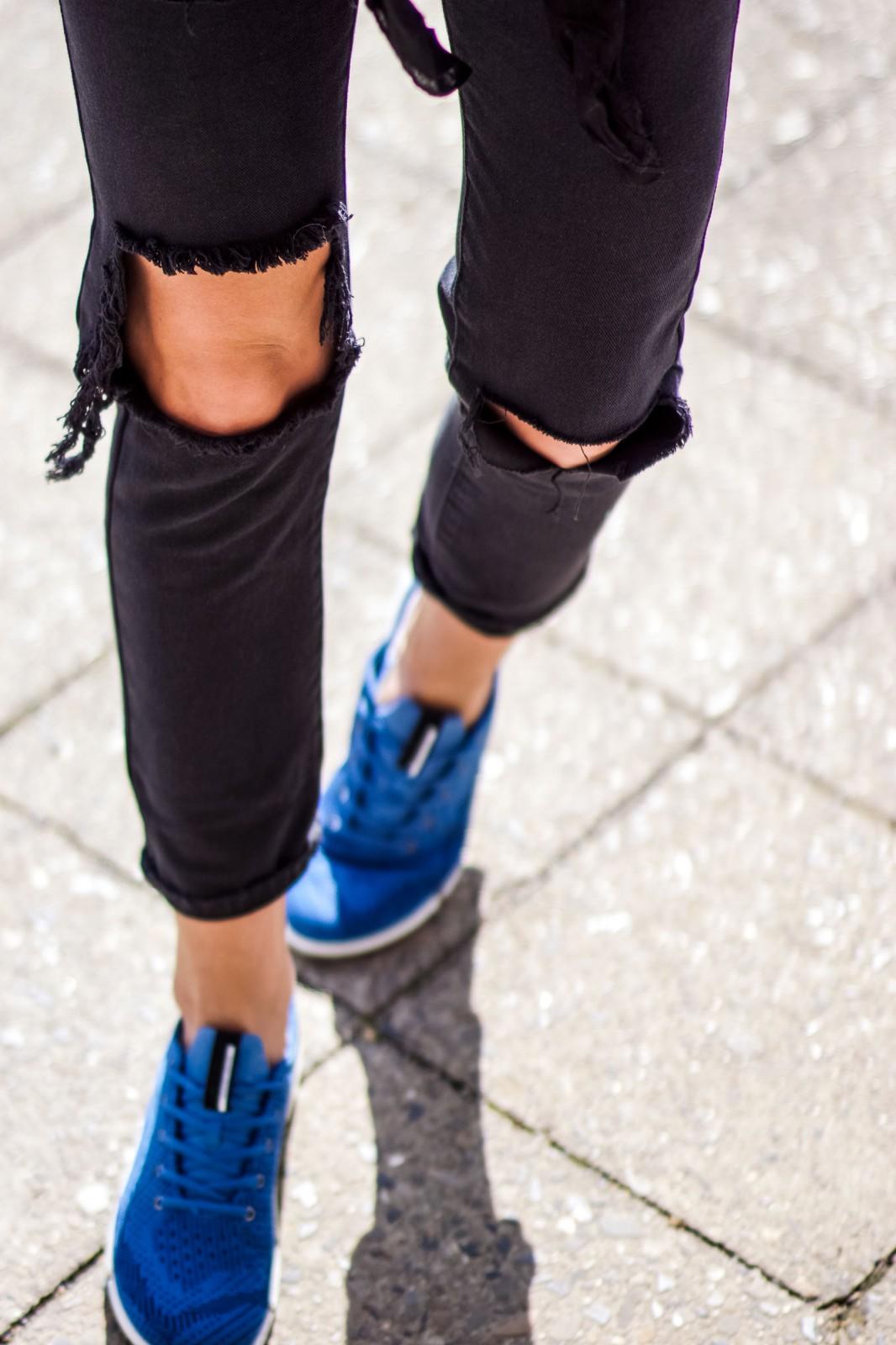 Blaue Sneakers