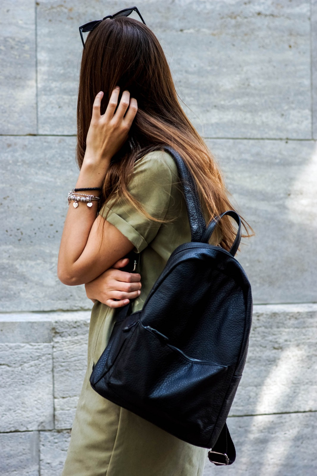 How to wear a backpack