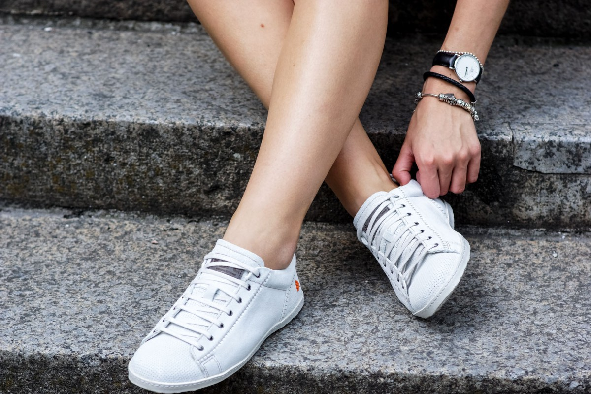 How to combine white sneakers