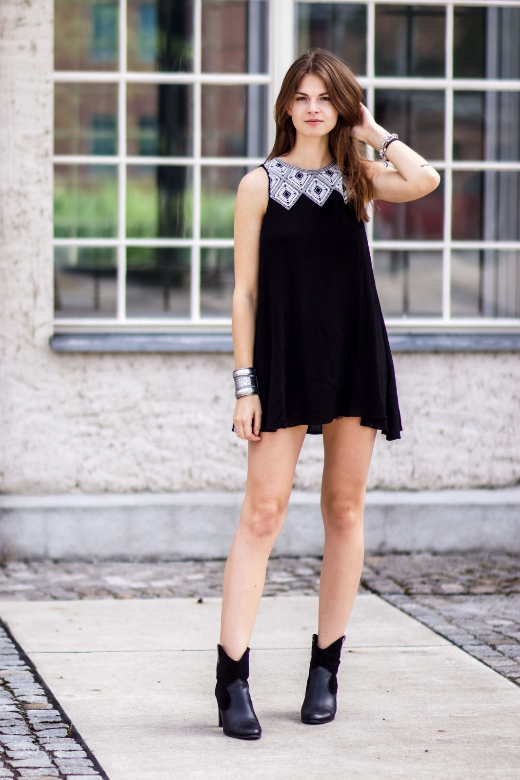 Black dress in summer -  Dress With Embroidery What To Wear In Summer