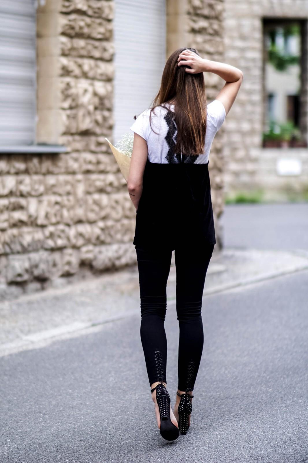 Schwarze High Heels mit Nieten