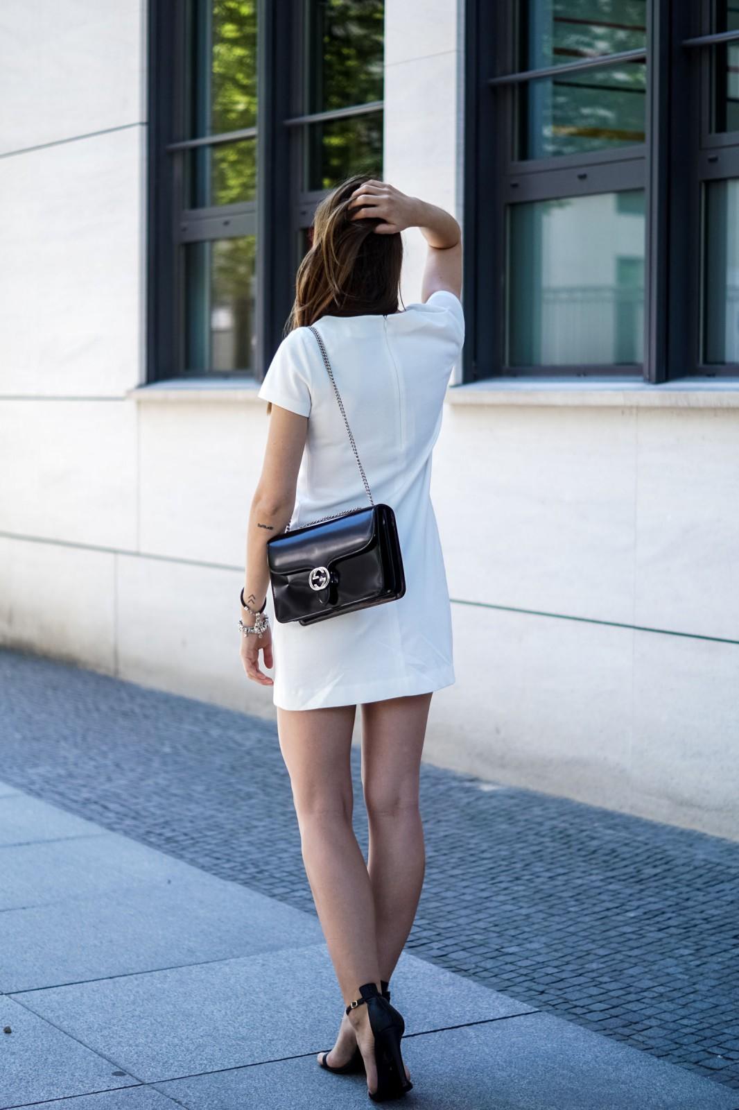 Wie trägt man ein weißes Kleid