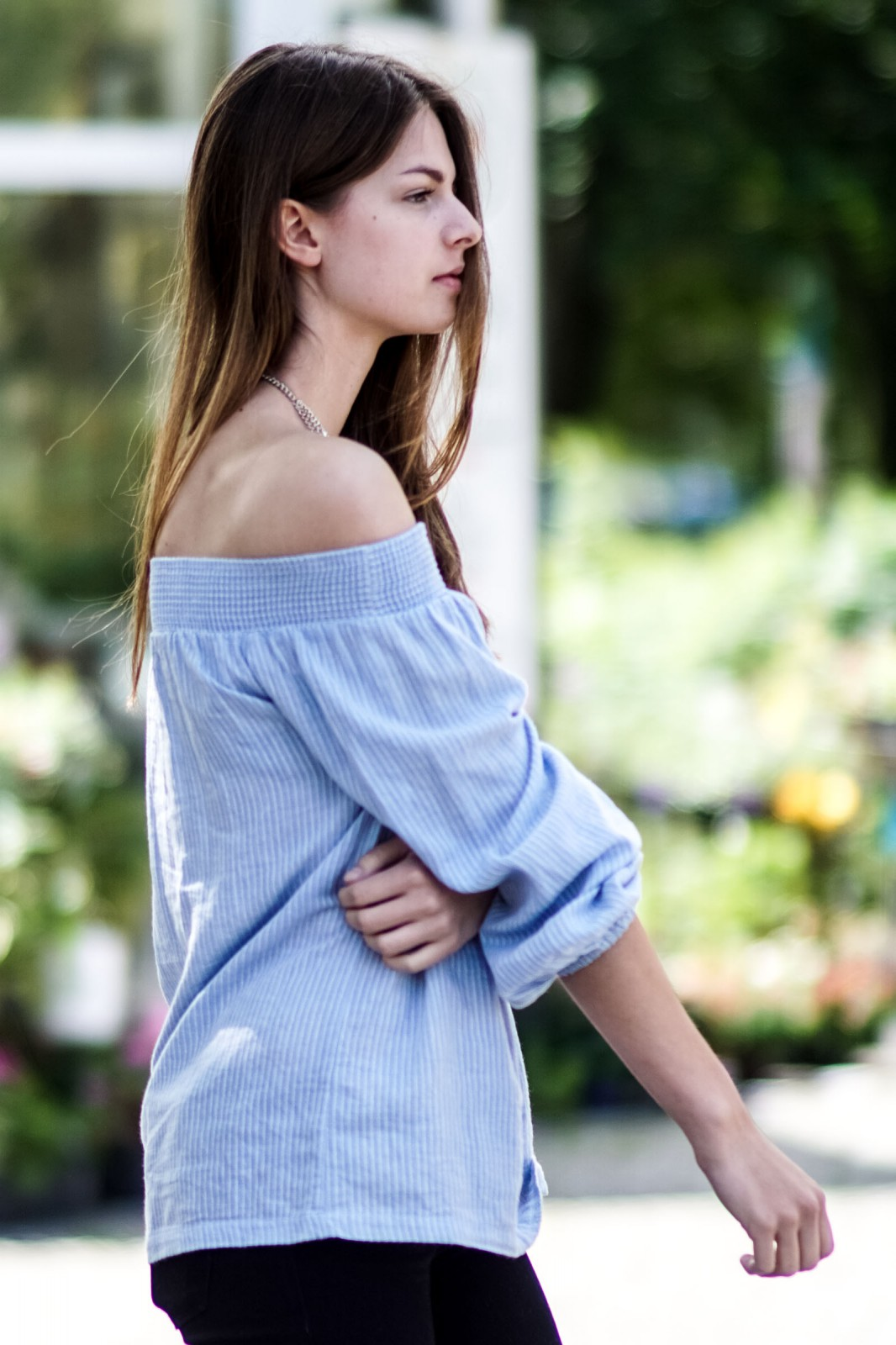 How to wear off shoulder shirts
