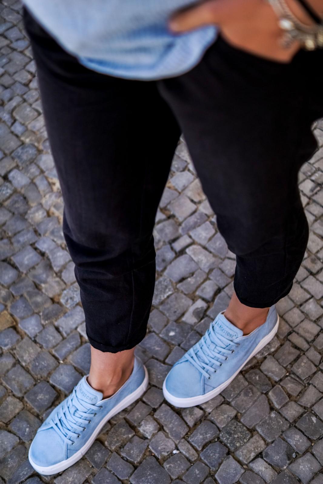 Babyblaue Sneaker