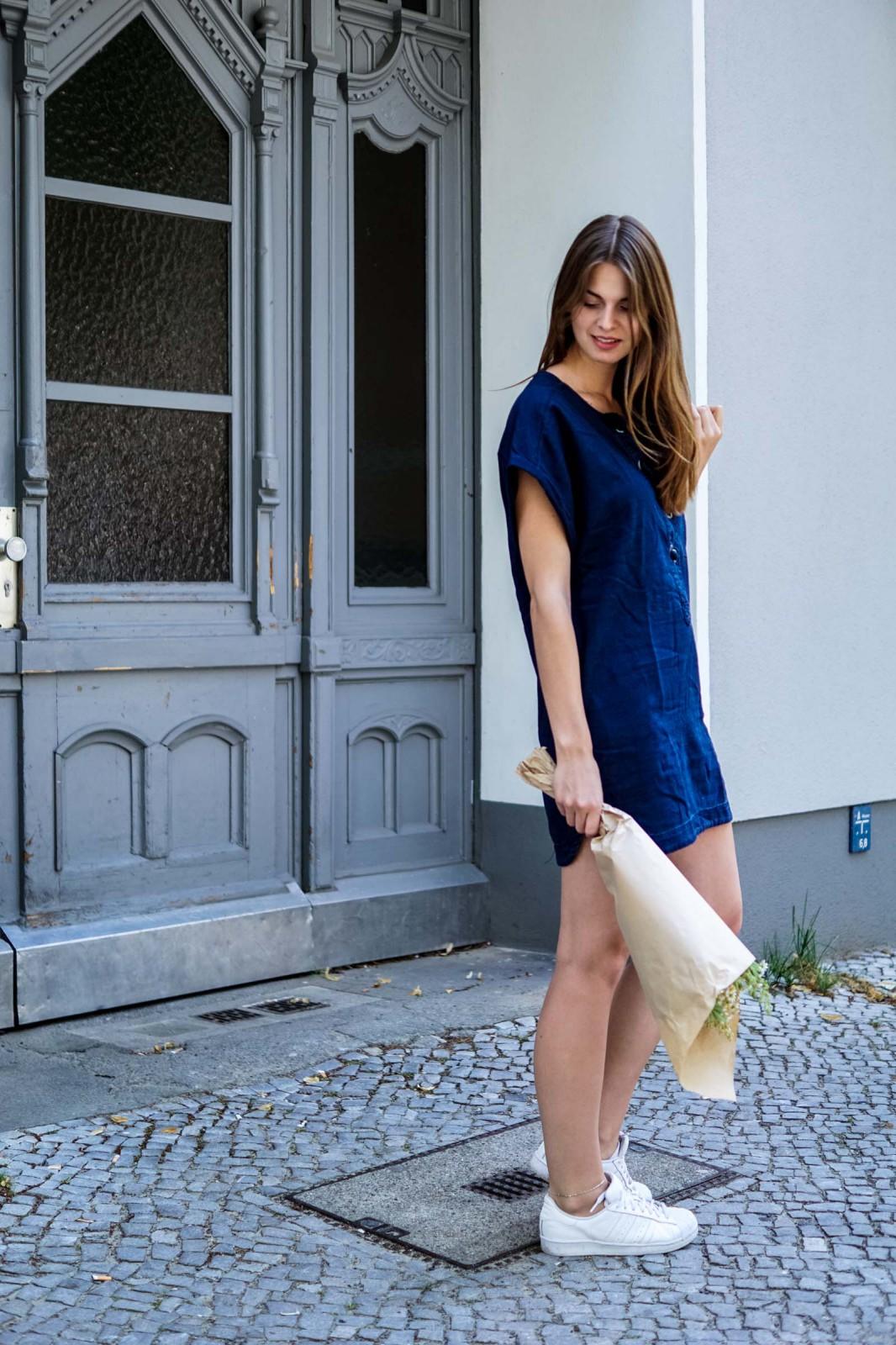 Wie trägt man ein Jeanskleid