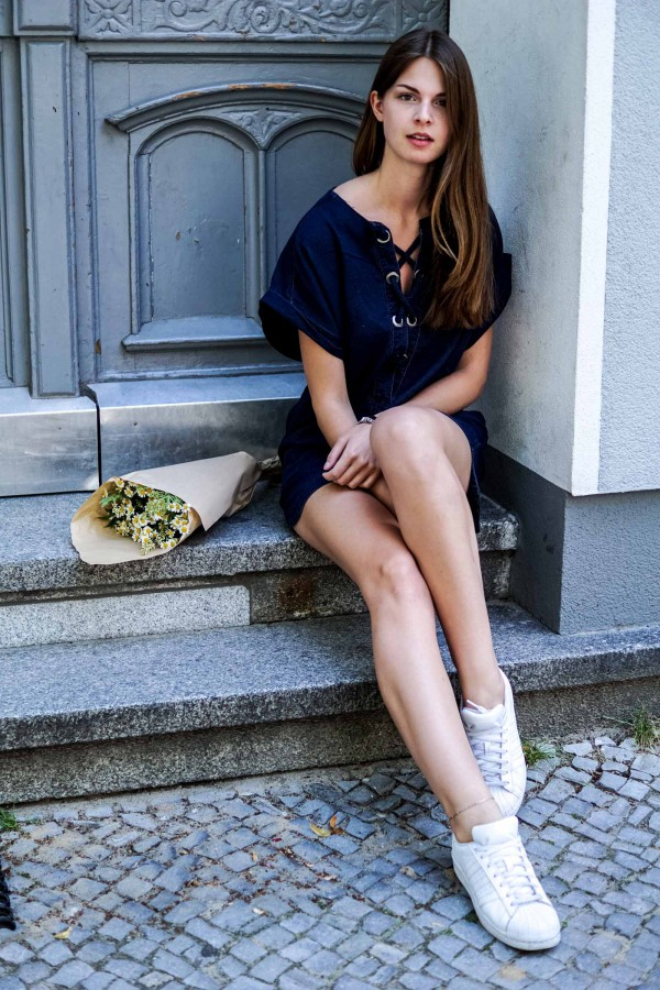 How to combine a dress with sneakers