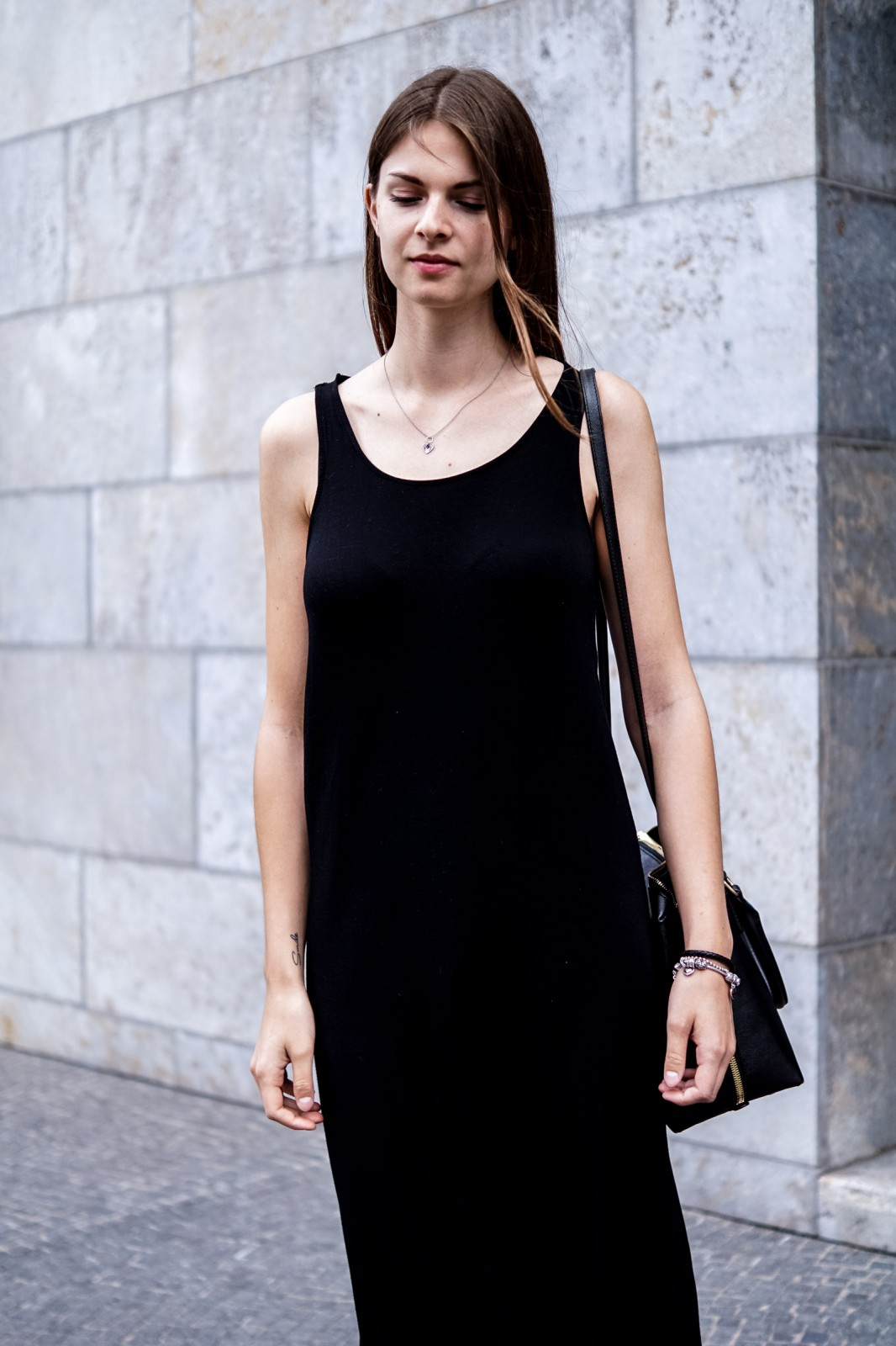 Black dress with touch of red -  Fashionblogger Jacky From Whaelse Com