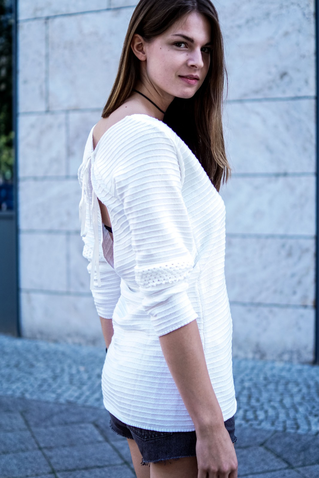 How to wear a white sweater