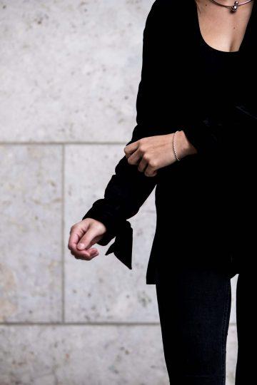 Jacke mit Knoten am Arm