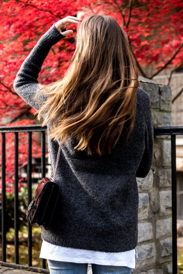 Wie trägt man einen grauen Pullover