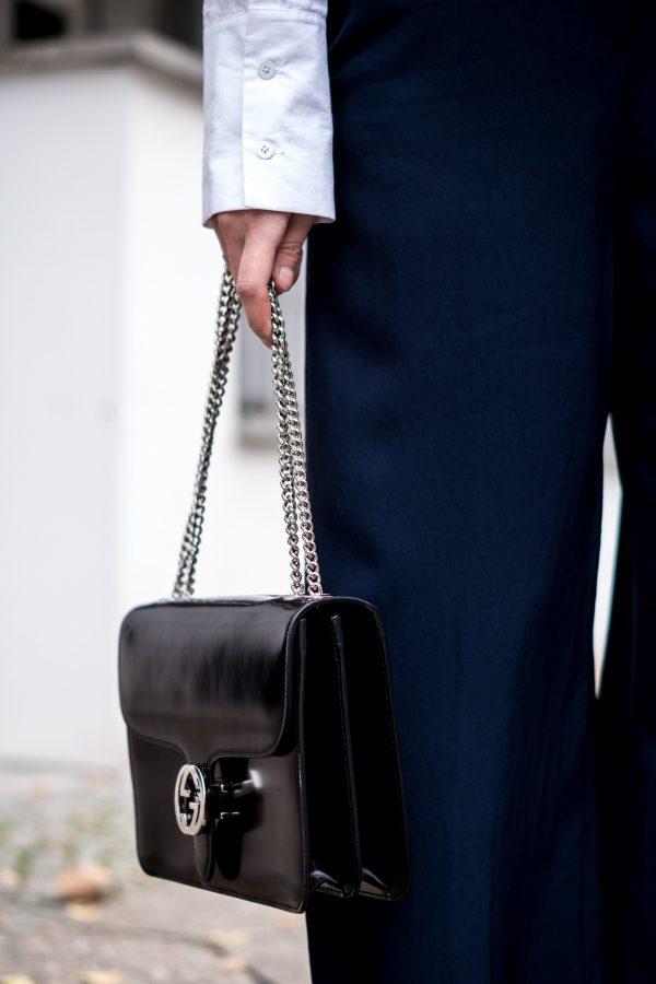 How to combine a black bag