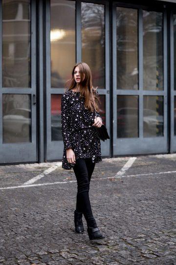 Dress in star print