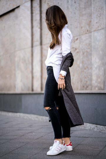 How to wear black Jeans