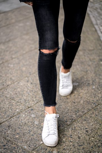 Wie trägt man weiße Sneakers