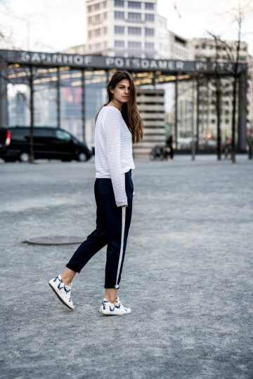how to wear white sneakers