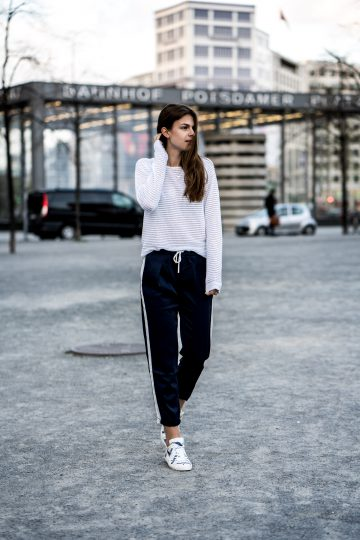 blau-weißes Outfit