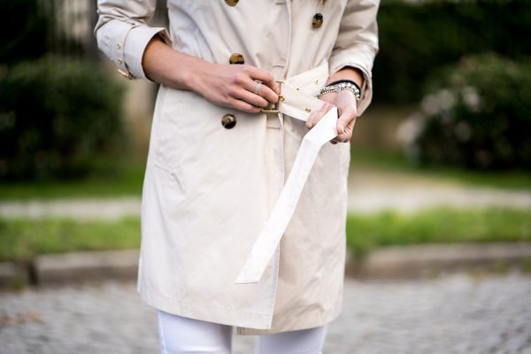 Trenchcoat with golden details
