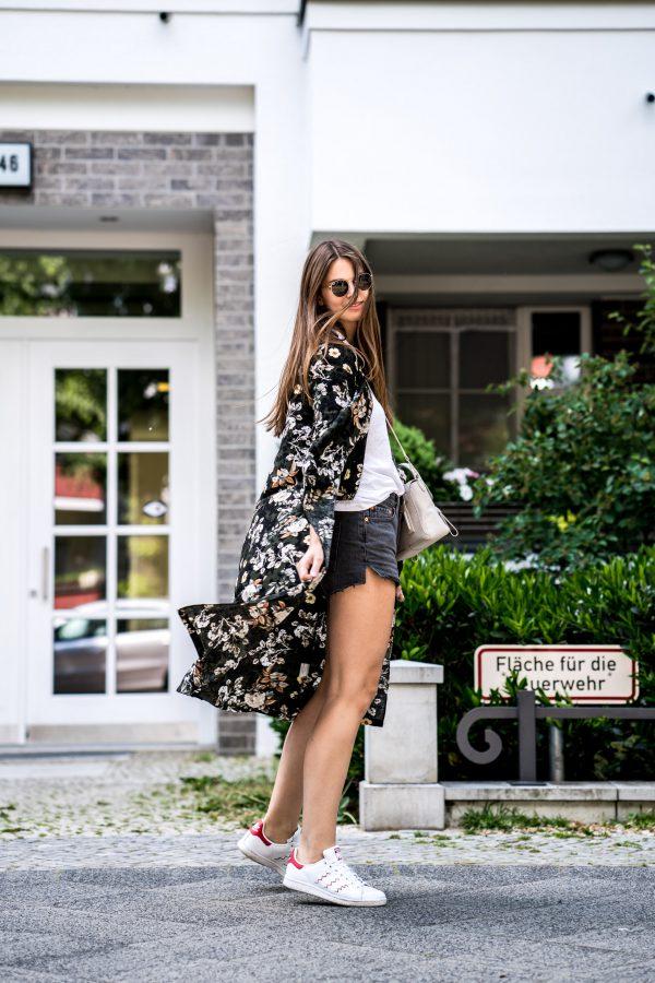 Wie trägt man einen langen Kimono