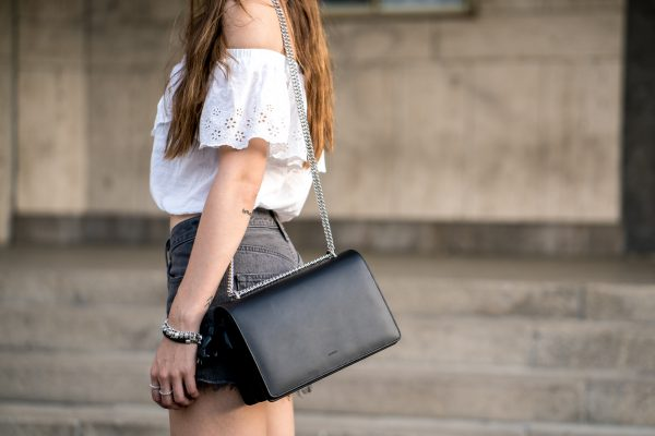 how to wear a black bag