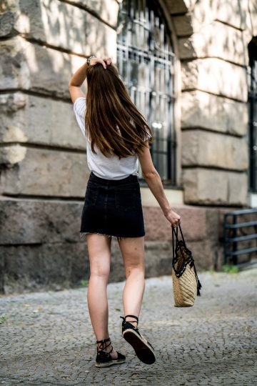 How to wear a black skirt